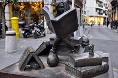 Дівчинка, що читає книгу, Севілья, Іспанія