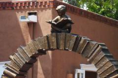 «Крива навчання» скульптора Гері Лі  Прайса в ботанічному саду Гаваїв, США.