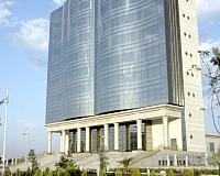 Будинок творчості в Туркменістані - це багатоповерховий будинок з відкритою книгою на фасаді.