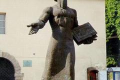 Памятник-Іванові-Федорову-у-Львові-Україна.