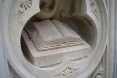 Книга статуя в Центральному парку. Нью-Йорк, США