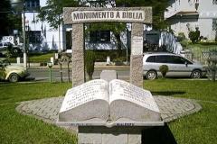 Пам'ятник Біблії в Віторія-да-Конкіста, штат Баїя, Бразилія