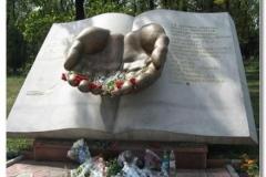 Пам'ятник в Беслані. Північна Осетія.