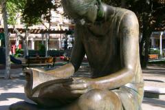 Пам'ятник читачеві в Іспанії
