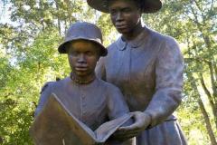 Мемфіс (Теннессі), США Коринфський Контрабандний табір. У котрому навчали читати афроамереканців.