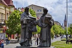 Памятник-Кирилу-і-Мефодію-в-Мукачево-Україна